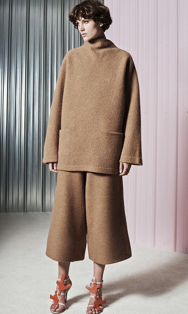 2019 year style- Key Accessory on the Catwalk Womenswear Trend for FallWinter 2015-16
